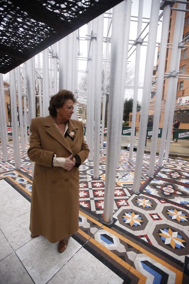 Rita Barberá en su visita a la falla Nou Campanar. Foto: José Sapena.