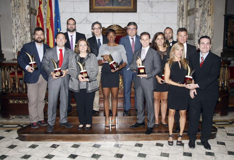 Galardonados con los Premios al Mérito Deportivo del año pasado, junto al concejal Cristóbal Grau.