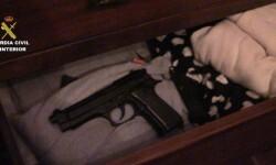 Arma encontrada durante las detenciones.