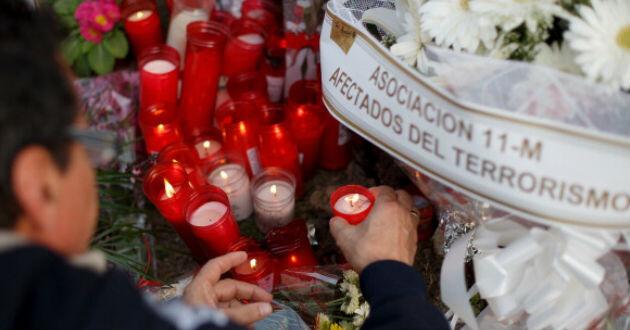Cientos de persona recordaron a las víctimas del ataque terrorista en la estación de Atocha. (Getty)