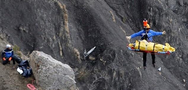 Continúan las labores de rescate en la zona del siniestro.