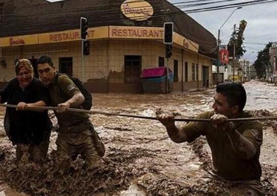 Continúan las labores de rescate y salvamento en la región de Atacama. (Foto-Agencias)