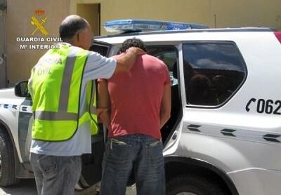 Detención de un presunto maltratador en una imagen de archivo.