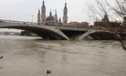 El Ebro a su paso por la ciudad de Zaragoza. (Foto-Agencias)
