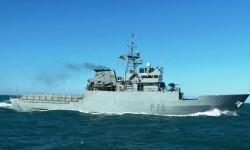 El patrullero de altura 'Vigía' participa en el rescate de inmigrantes en el Mar de Alborán.