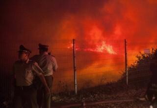 En el incendio se encuentran trabajando brigadistas forestales, bomberos, militares, voluntarios y policías. (Foto-AFP)