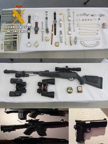 Entre las objetos adquiridos por la estafadora habían armas de airsoft y joyas.