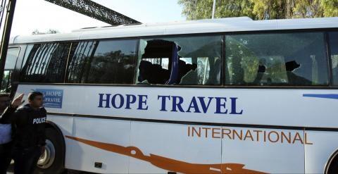 Estado en que se encuentra el autobús tras el ataque terrorista. (Foto-AFP)