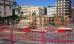 Fallas 2015, la plaza de la Virgen se prepara para la Ofrenda de flores de las Fallas de Valencia