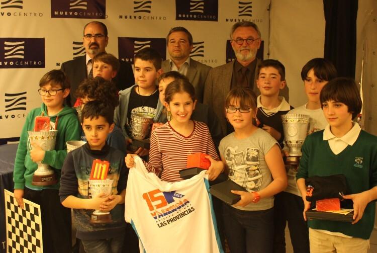 Todos los premiados posando para la foto final.