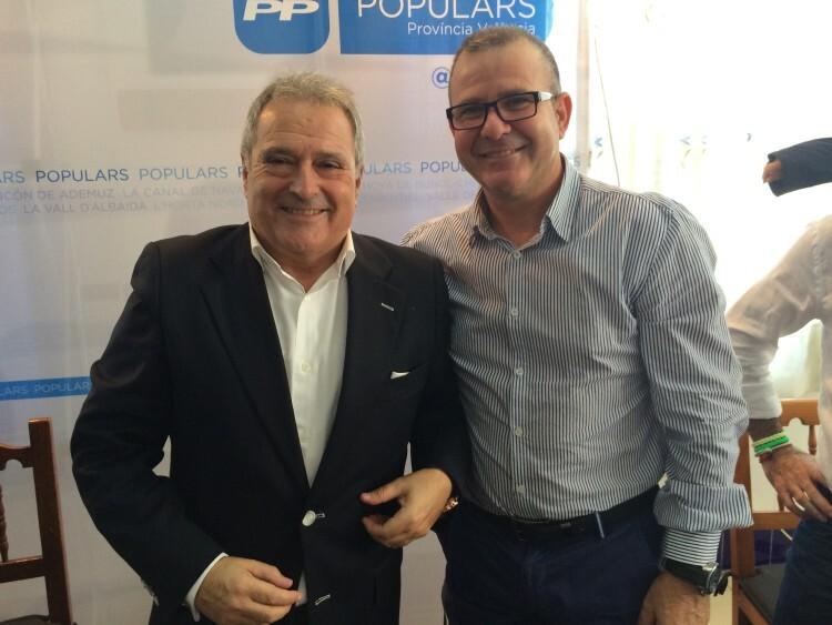 EL alcalde de El Perelló, José Miguel Fos Alberola, junto al presidente provincial del PP, Alfonso Rus
