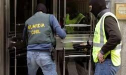 Intervención de la Guardia Civil con chalecos antibalas.