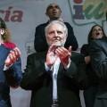 Julio Anguita (en el centro) pidió el voto por IU.