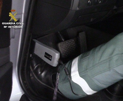 La Guardia Civil logró detener a los manipuladores de los vehículos.