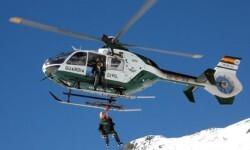 La Guardia Civil realiza el rescate de un montañero gravemente herido en Gredos.