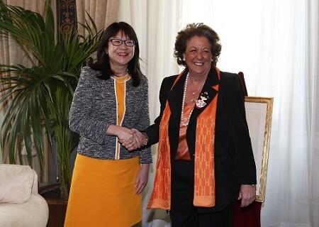 Layhoon Chan junto a la alcaldesa Rita Barberá.