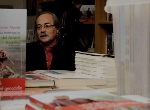 Los libros de viaje de Xavier Moret ofrecen una mirada rica y llena de matices sobre cada país que visita.