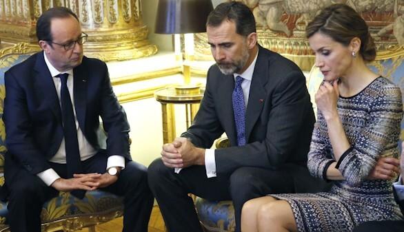 Los reyes de España junto al  presidente francés Fraçois Hollande.
