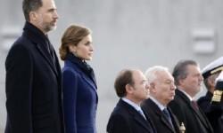 Los reyes tomaron la decisión de regresar a España tras el accidente aéreo. (Foto-Agencias).
