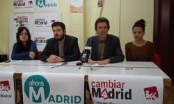 Mauricio Valiente, en el centro, es el candidato de IU a la alcaldía de Madrid.