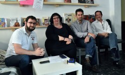 Miembros de la formación València en Comú en su charla con los medios. (Foto-Gabriel Rodríguez).