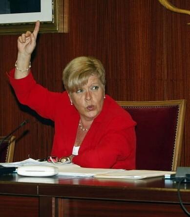 Milagrosa Martínez, alcaldesa de Novelda, en un pleno del ayuntamiento. (Foto-efe)