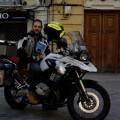 Miquel Silvetre con tu moto de viajes.