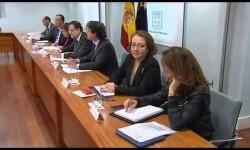Rajoy preside la reunión del gabinete de crisis sobre el accidente aéreo. (Foto tomada del vídeo del Moncloa)