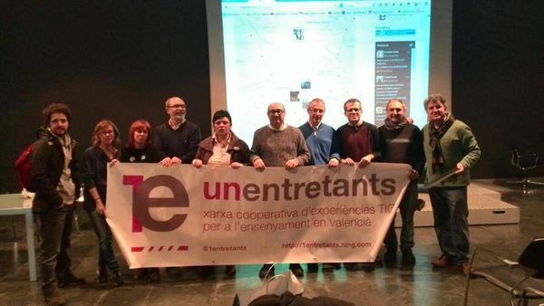 Un grup de docents enllestint la VLCda