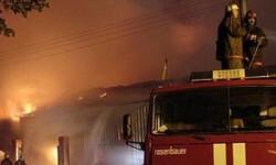Varias unidades de bomberos lucharon contra el fuego. (Foto-Agencias)