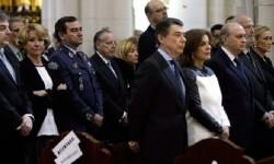 Varios políticos acudieron a la Catedral de la Almudena en el funeral por las víctimas del 11-M. (Foto-efe)
