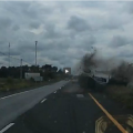 Video  la impactante sorpresa que esquivó un conductor en medio de la carretera   Accidentes de tránsito  Videos  Sociedad   América