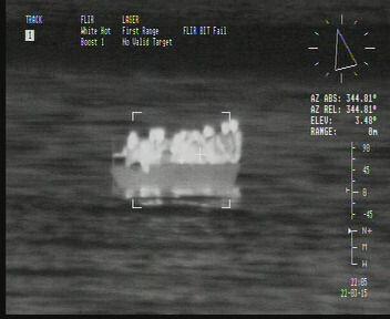 Vista de la embarcación con inmigrantes en la cámara infrarroja del ' class=