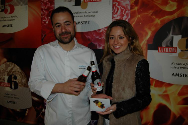 El chef Nacho Romero y Carmen Sancho, FMV 2014, artífices de la tapa Cendra, incluida en la iniciativa de Amstel '5 días, 5 sabores'