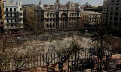 disparando la Pirotecnia Aitana de Bélgida en la Plaza del Ayuntamiento (10)