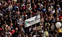 disparando la Pirotecnia Aitana de Bélgida en la Plaza del Ayuntamiento (18)