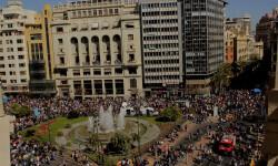 disparando la Pirotecnia Aitana de Bélgida en la Plaza del Ayuntamiento (19)