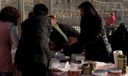 disparando la Pirotecnia Aitana de Bélgida en la Plaza del Ayuntamiento (2)