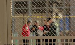 disparando la Pirotecnia Aitana de Bélgida en la Plaza del Ayuntamiento (3)
