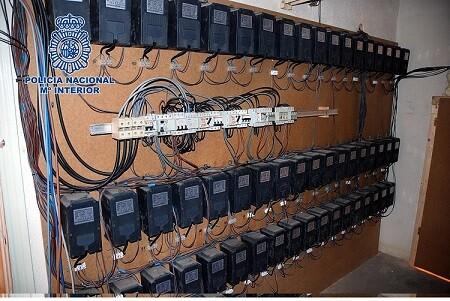 Panel eléctrico de la nave donde se encontraron las plantas.