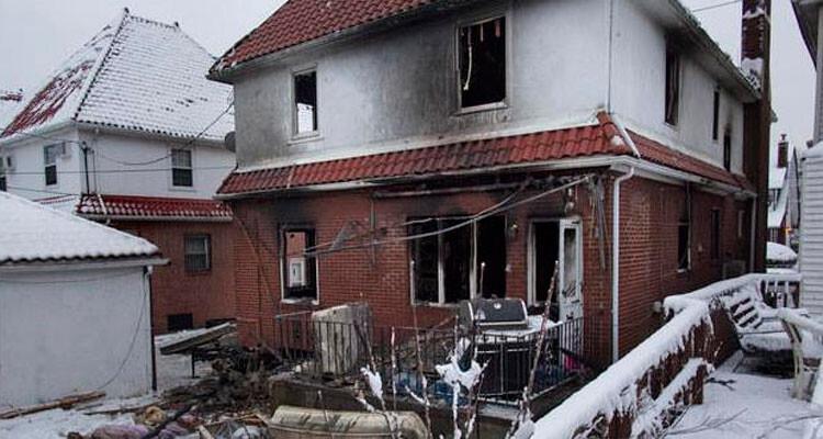 Estado en el que ha quedado la vivienda unifamiliar en la que vivían los 8 niños y sus padres.
