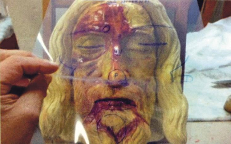 Transparencia de acetato sobre el modelo tridimensional del rostro de la Sábana Santa utilizado durante la investigación del profesor Miñarro