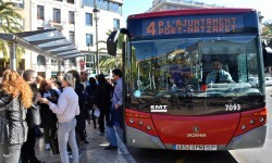 Línea 4 a Nazaret a su paso por la Plaza de la Reina. Foto: E.M.T. Valencia