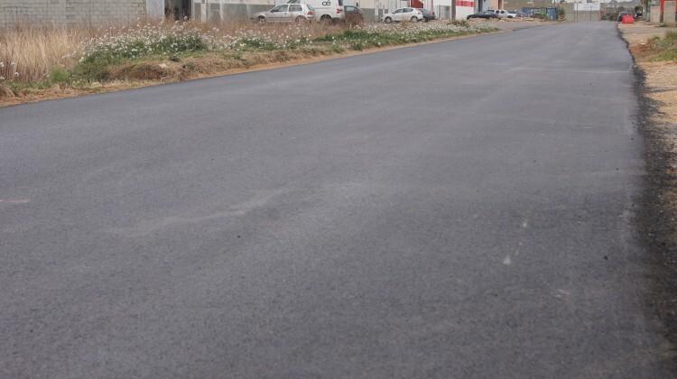 Operaciones de asfaltado en la población de Silla.