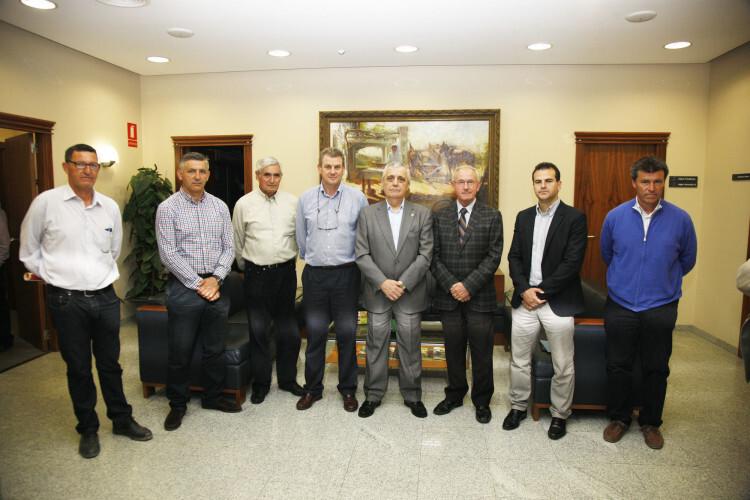 Reciente reunión de AVA-ASAJA con el concejal de pedanías del Ayuntamiento de Valencia, Vicente Aleixandre. Foto: José Sapena