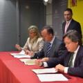 Representantes de la Generalitat Valenciana y del Gobierno de España firman el acuerdo.