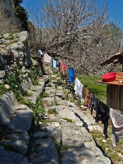 Al igual que hace 1.600 años los pobladores siguen utilizando sus gradas según sus necesidades.