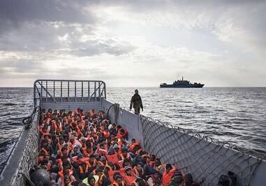 Barco italiano que lleva a 186 personas que fueron rescatadas en alta mar. (Foto ACNURA- DAmato)