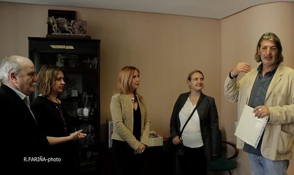 Carmen Jávega, en el centro de la imagen, junto a los miembros del jurado y el director de Valencia Noticias.