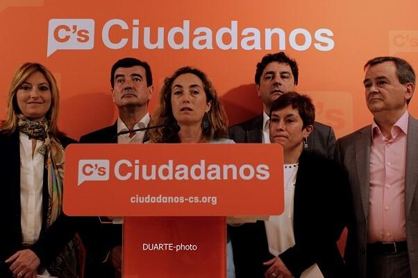 Carolina Punset, rodeada de varios representantes de Ciudadanos para las candidaturas de la Comunitat.